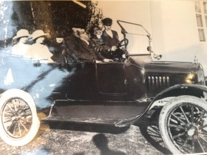 Gammelfaster Klara och farmor på vårtur i nya bilen!